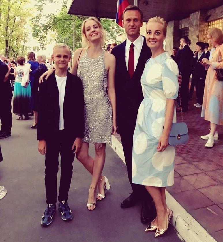 фото навального с семьей вальяжно
